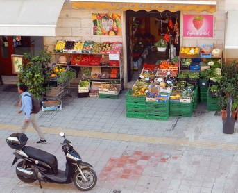 lecce vegetable and fruit stand